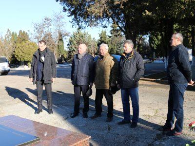Возложение цветов к могиле Григория Лазаревича Просянкина